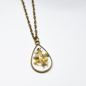 Dried flower drop shaped pendant!