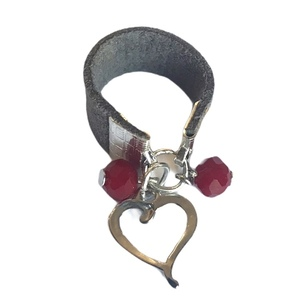 Leather heart charm ring - chevalier, φθηνά, γούρια